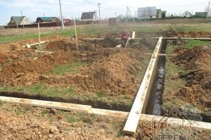 Продолжение земляных работ на участке