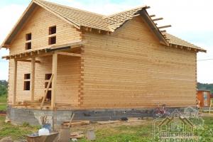 Вид спереди на экологически чистое и надежное строение