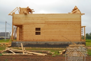 Продолжается сооружение крыши