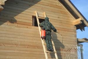 Обрабатываем древесину защитным составом