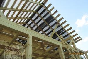 Вынос крыши - достаточный для защиты от осадков