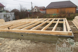 Базовый венец дома из профилированного бруса 150х150 мм.
