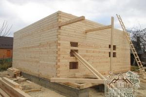 Над крыльцом будет установлена отдельная двухскатная крыша