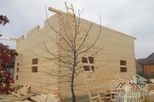 Выступающий брус - это вынос крыши, для защиты от осадков и промокания