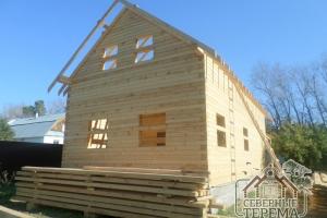Задняя часть деревянного дома по проекту ДН-44