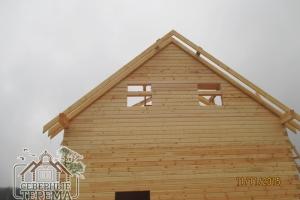 Стропила на выносе ската крыши. Вынос защищает от осадков и отсыревания стен