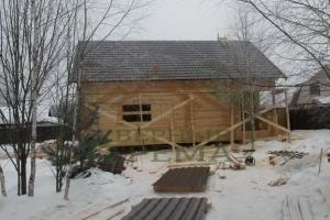 Вид дома с металлочерепицей