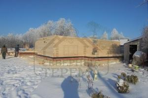 Главный вход в дом с террасы