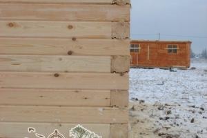 Угол деревянного дома из профилированного бруса с утеплением