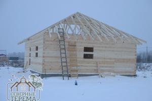 Заканчиваем установку стропил деревянного дома из проф. бруса