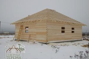 Вид на устанавливаемый дом из проф. бруса с угла