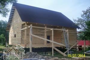 Первый скат крыши покрыт, дело за вторым