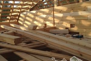 Второй этаж строящегося деревянного дома