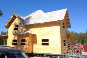 Крыша над эркером, вся крыша покрыта рубероидом под усадку