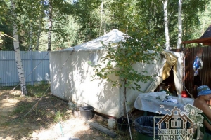 На летнее время бригаде для проживания достаточно и палатки