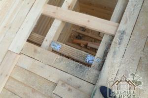 Укрепление паза балок металлическими уголками