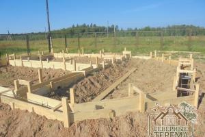 Арматура укрепляет бетонный фундамент
