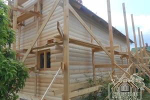 Внешняя отделка задней части деревянного дома