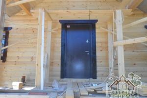 Вид на входную дверь, красивое и практичное решение
