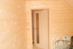 Вид изнутри на установленную межкомнатную дверь