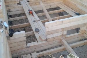 Бензопила - один из основных инструментов строительства