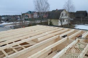 Монтаж балок мансардного этажа дома