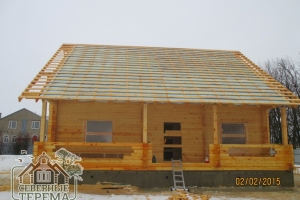 Фасадная часть строящегося дома из проф бруса