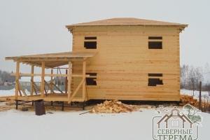 Терраса дома с обрешеткой крыши
