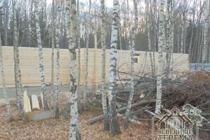 Вид с другой стороны деревянного дома